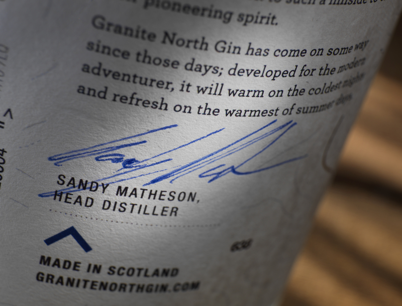 Full granite north gin label close up